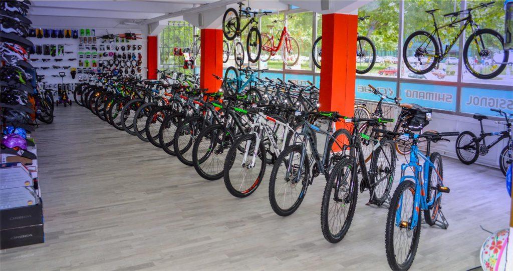 Bicikli izloženi u poslovnici Sarajevo M-bike Shop
